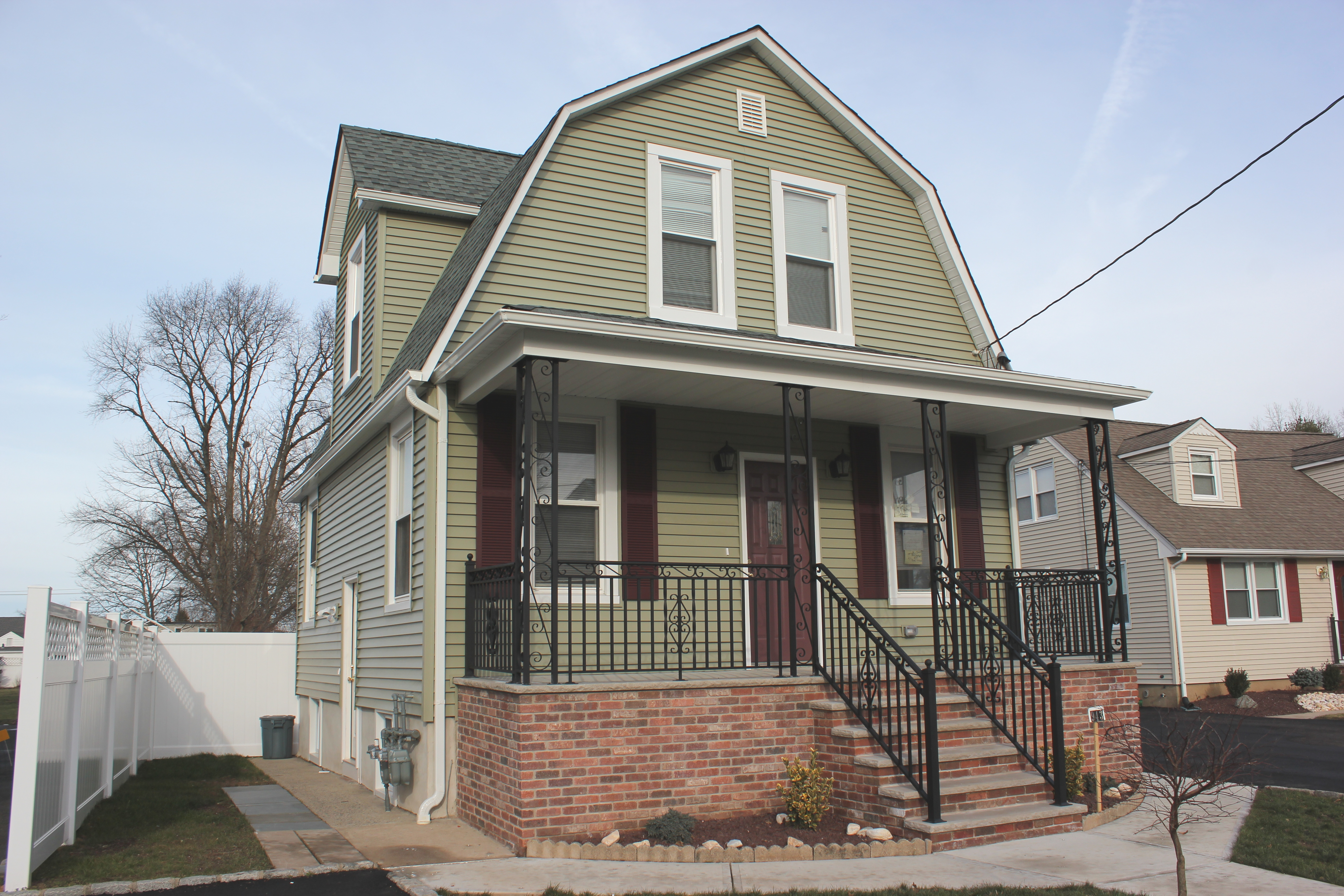 02 front for Multifamily house